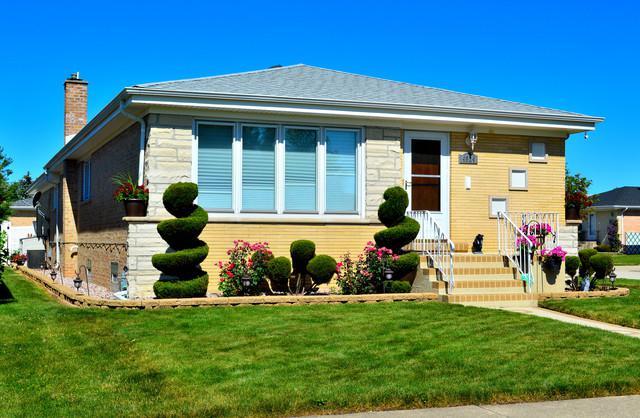 4924 N Knight Avenue, Norridge, IL 60706 (MLS #10108878) :: The Dena Furlow Team - Keller Williams Realty
