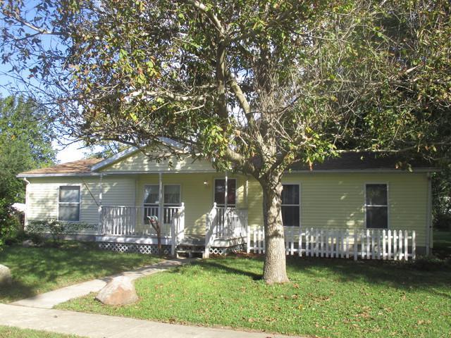 814 E Overton Street, Tuscola, IL 61953 (MLS #10109064) :: Littlefield Group