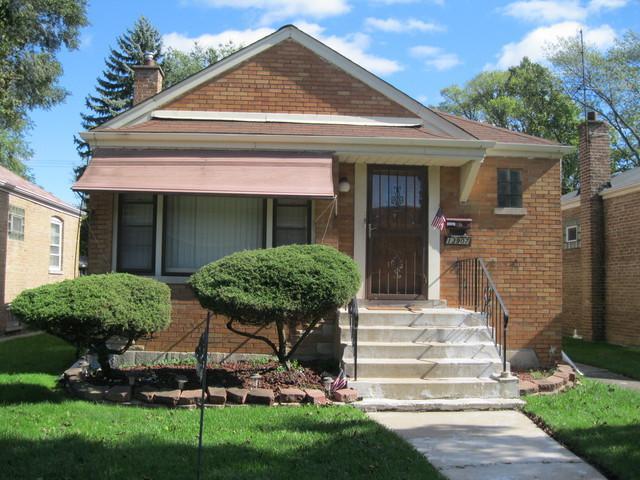 13907 S School Street, Riverdale, IL 60827 (MLS #10110093) :: The Dena Furlow Team - Keller Williams Realty