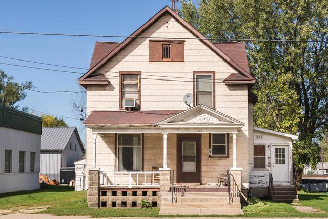311 W Main Street, Kirkland, IL 60146 (MLS #10110094) :: The Dena Furlow Team - Keller Williams Realty