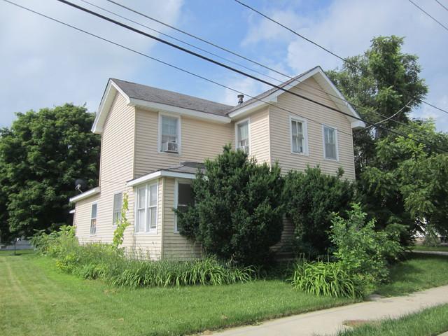 529 W Lincoln Avenue, Hinckley, IL 60520 (MLS #10110354) :: The Dena Furlow Team - Keller Williams Realty