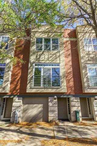 3243 N Ravenswood Avenue, Chicago, IL 60657 (MLS #10110426) :: Touchstone Group