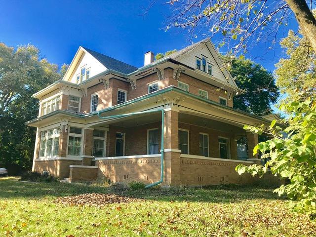 801 Avenue B, Sterling, IL 61081 (MLS #10114669) :: The Dena Furlow Team - Keller Williams Realty