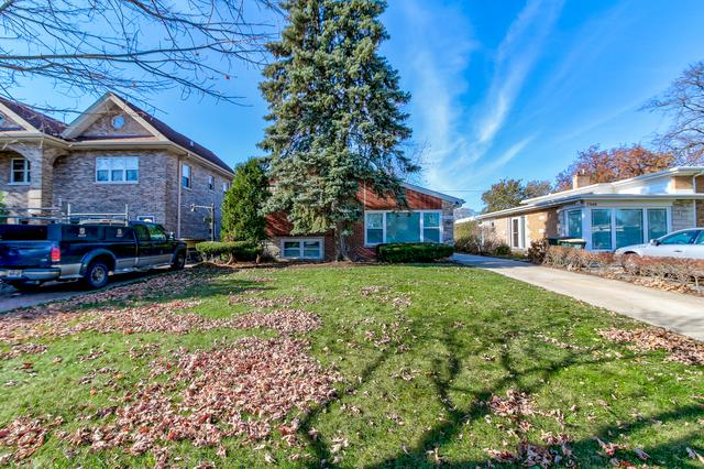 7336 N Kenneth Avenue, Lincolnwood, IL 60712 (MLS #10115246) :: Domain Realty