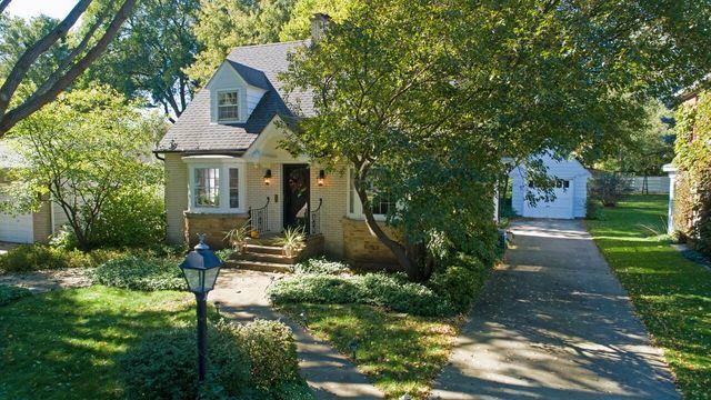 374 S Commonwealth Avenue, Elgin, IL 60123 (MLS #10116245) :: The Dena Furlow Team - Keller Williams Realty