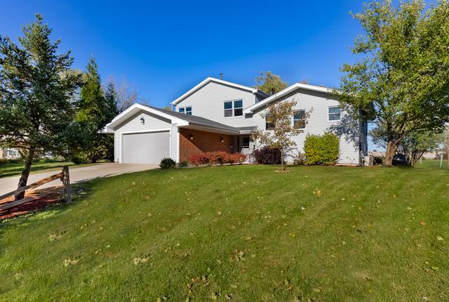 2071 E Parkview Circle, Hoffman Estates, IL 60169 (MLS #10119084) :: The Dena Furlow Team - Keller Williams Realty