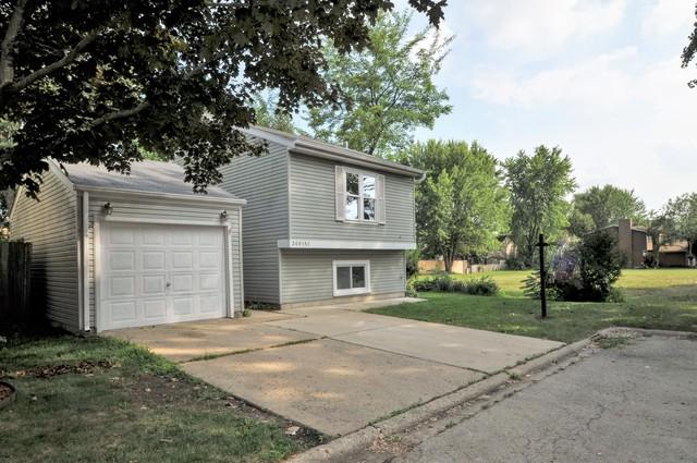 30W151 Maplewood Court, Warrenville, IL 60555 (MLS #10119471) :: Leigh Marcus | @properties