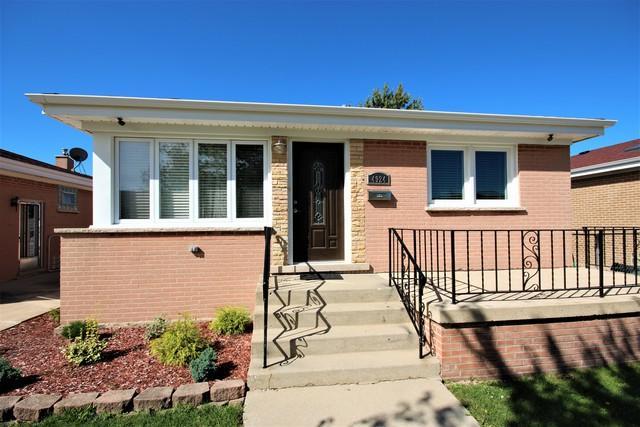 4924 N Overhill Avenue, Norridge, IL 60706 (MLS #10120161) :: Ani Real Estate