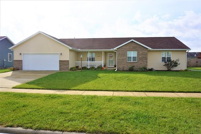 303 Robert Drive, Fisher, IL 61843 (MLS #10122438) :: Littlefield Group