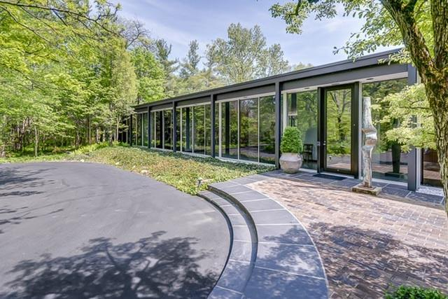 15 Country Lane, Northfield, IL 60093 (MLS #10124300) :: Helen Oliveri Real Estate