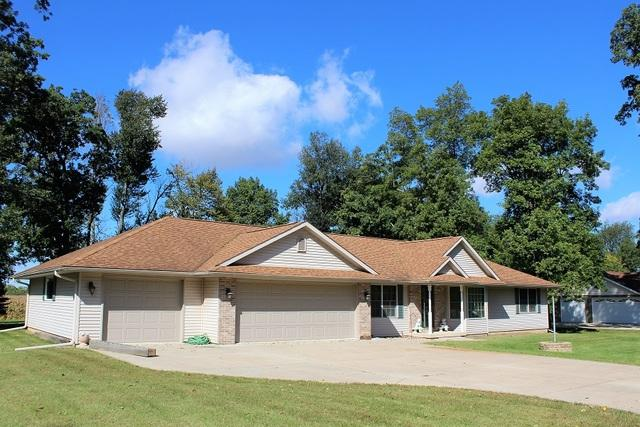 1705 Ridgewood Drive, Morrison, IL 61270 (MLS #10125240) :: Ani Real Estate