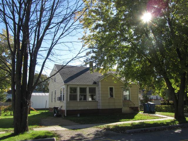 705 Michigan Avenue, Mendota, IL 61342 (MLS #10129003) :: Leigh Marcus | @properties