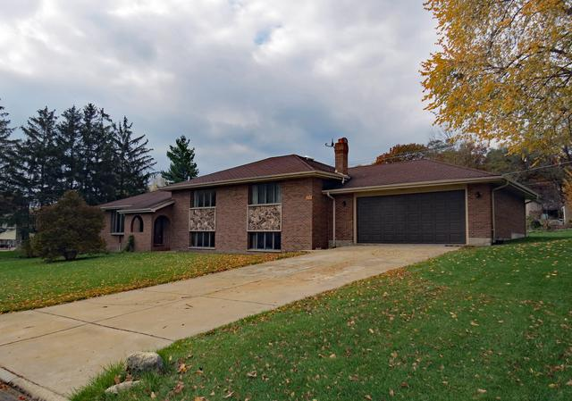 9230 S 83rd Court, Hickory Hills, IL 60457 (MLS #10129884) :: Domain Realty