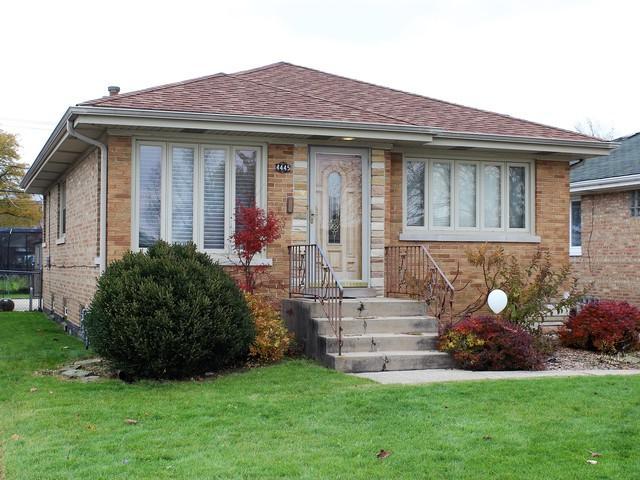 4445 N Ottawa Avenue, Norridge, IL 60706 (MLS #10130553) :: Ani Real Estate