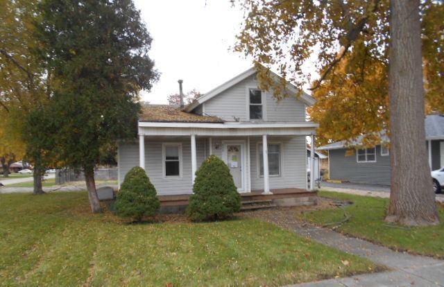 422 N Monroe Street, Gardner, IL 60424 (MLS #10132990) :: The Spaniak Team