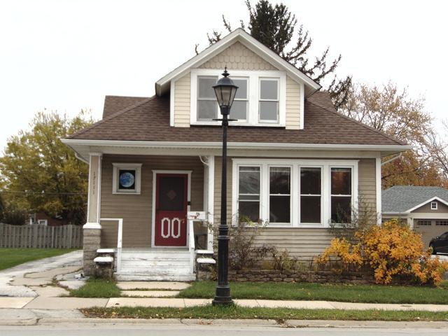 17111 Oak Park Avenue, Tinley Park, IL 60477 (MLS #10134604) :: The Dena Furlow Team - Keller Williams Realty