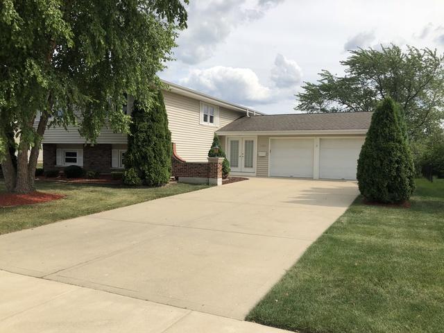 1235 Mayfield Lane, Hoffman Estates, IL 60169 (MLS #10134979) :: Domain Realty
