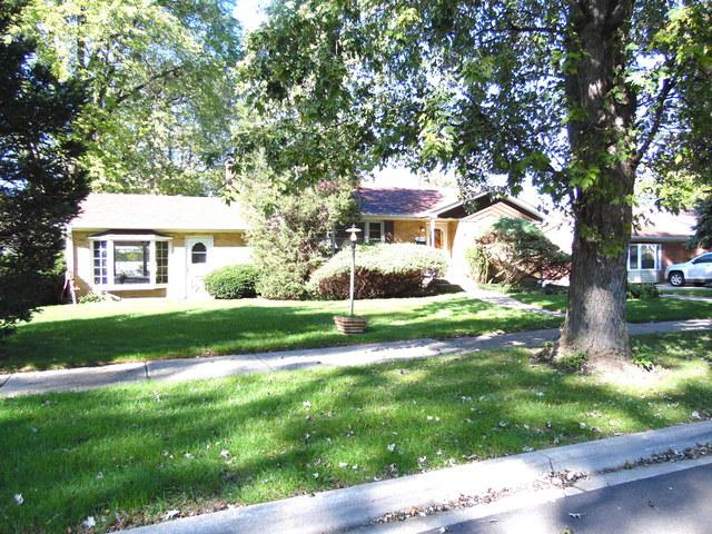 10324 S Natoma Avenue, Chicago Ridge, IL 60415 (MLS #10135151) :: Domain Realty
