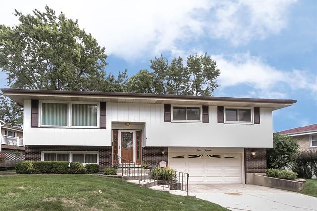 215 Robin Lane, Wood Dale, IL 60191 (MLS #10135388) :: Leigh Marcus   @properties