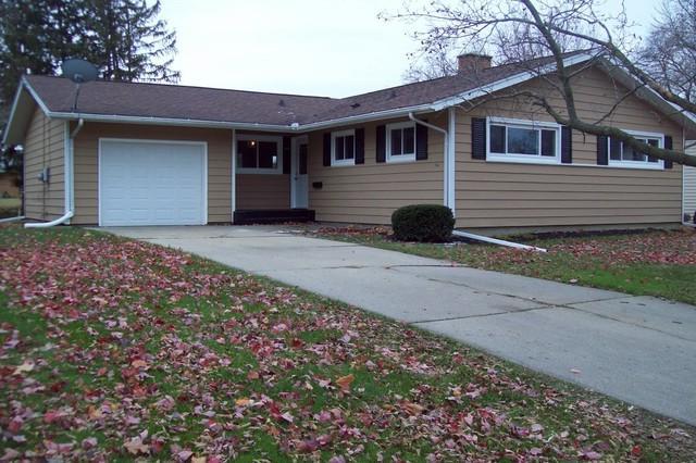 519 Barden Street, Morrison, IL 61270 (MLS #10136070) :: Ani Real Estate