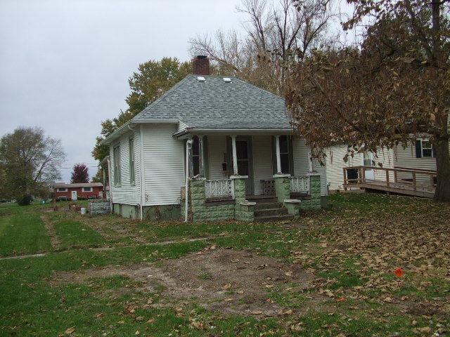110 N Douglas Street, Gilman, IL 60938 (MLS #10136567) :: Ani Real Estate
