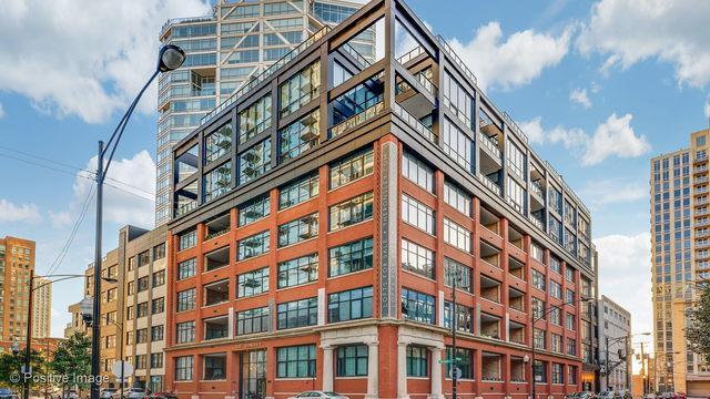 676 N Kingsbury Street Ph02, Chicago, IL 60654 (MLS #10136690) :: The Dena Furlow Team - Keller Williams Realty