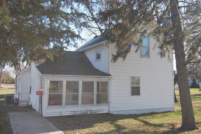 106 Seneca Street, Essex, IL 60935 (MLS #10137161) :: The Dena Furlow Team - Keller Williams Realty