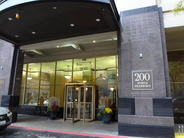 200 N Dearborn Street #3704, Chicago, IL 60601 (MLS #10137170) :: Leigh Marcus | @properties
