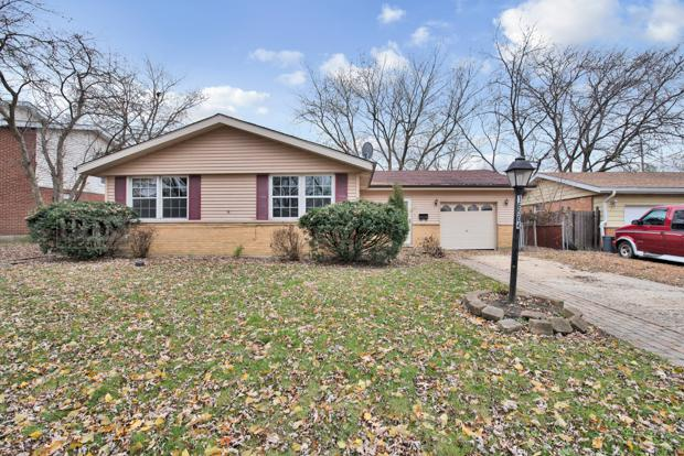 16504 Brenden Lane, Oak Forest, IL 60452 (MLS #10137345) :: Leigh Marcus | @properties