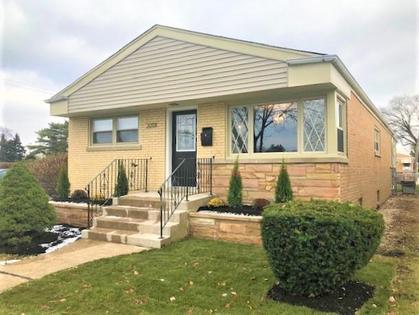 2201 Burr Oak Avenue, North Riverside, IL 60546 (MLS #10139878) :: Domain Realty