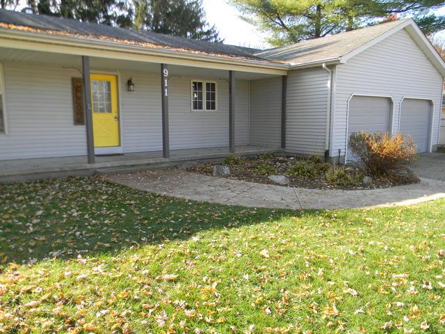 911 Hillside Drive, MONTICELLO, IL 61856 (MLS #10140044) :: Ryan Dallas Real Estate