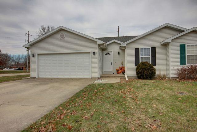 114A Fina Drive, Tuscola, IL 61953 (MLS #10140312) :: Leigh Marcus | @properties