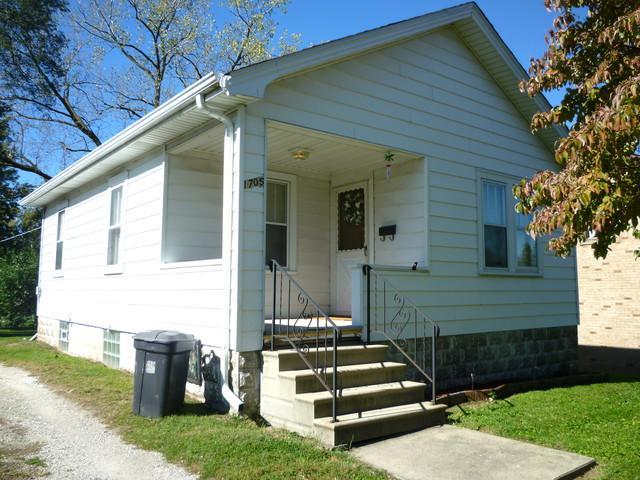 1705 Wilcox Street, Crest Hill, IL 60403 (MLS #10140537) :: The Spaniak Team
