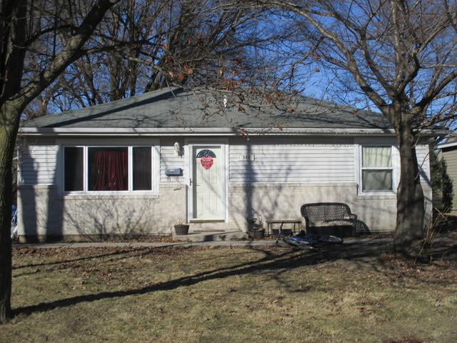 904 E Newkirk Street, Tuscola, IL 61953 (MLS #10143083) :: Leigh Marcus | @properties