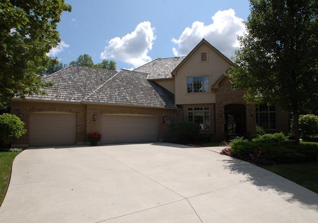 28621 N Champions Court, Mundelein, IL 60060 (MLS #10151972) :: Helen Oliveri Real Estate