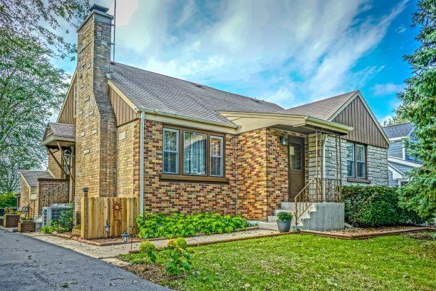 10 N Marcella Road, Mount Prospect, IL 60056 (MLS #10154065) :: Helen Oliveri Real Estate