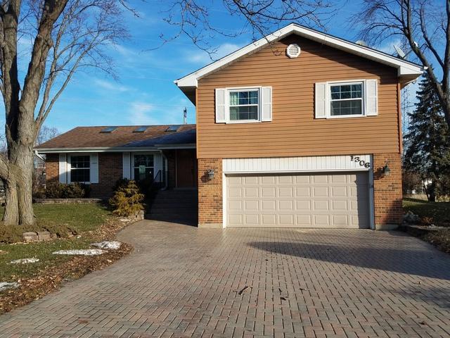 1306 E Vargo Lane, Arlington Heights, IL 60004 (MLS #10157327) :: The Dena Furlow Team - Keller Williams Realty