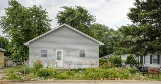 809 S Sycamore Street, VILLA GROVE, IL 61956 (MLS #10163586) :: Ryan Dallas Real Estate