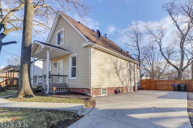 604 W Oakland Avenue, Bloomington, IL 61701 (MLS #10247677) :: Baz Realty Network | Keller Williams Preferred Realty