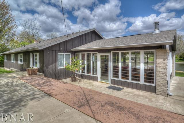 18320 Kickapoo Lane, Hudson, IL 61748 (MLS #10248063) :: Janet Jurich Realty Group
