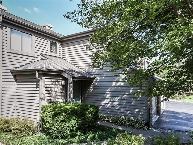 752 Golf Court #752, Lake Barrington, IL 60010 (MLS #10249082) :: Baz Realty Network | Keller Williams Preferred Realty