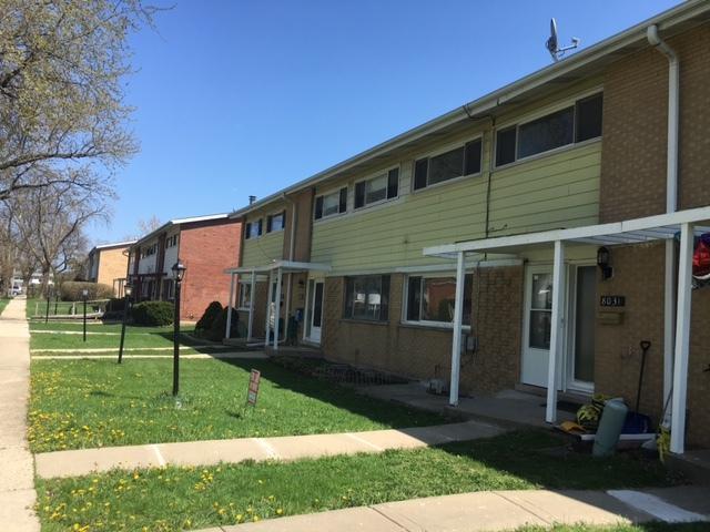 8031 W Lyons Street #8031, Niles, IL 60714 (MLS #10251034) :: Helen Oliveri Real Estate