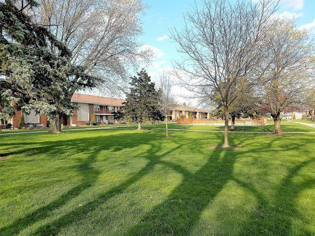 1101 Holiday Lane #7, Des Plaines, IL 60016 (MLS #10251610) :: Helen Oliveri Real Estate