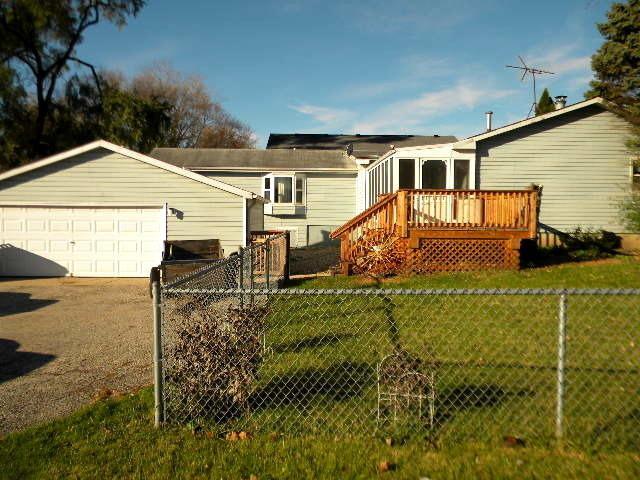 909 Mayfield Drive, Round Lake Beach, IL 60073 (MLS #10252862) :: Ani Real Estate