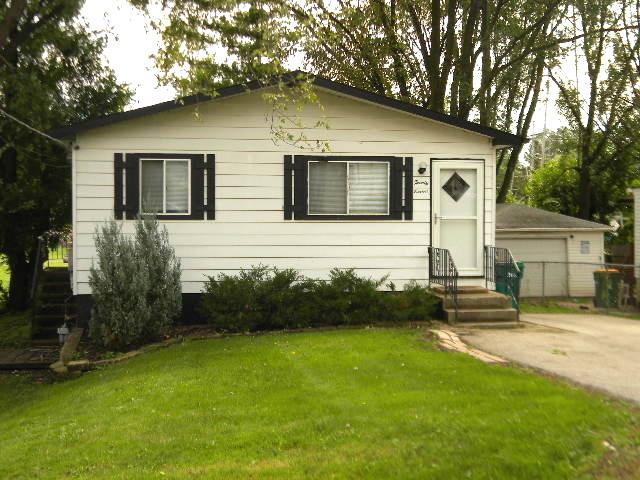 27 E Hawthorne Drive, Round Lake Beach, IL 60073 (MLS #10252863) :: Ani Real Estate