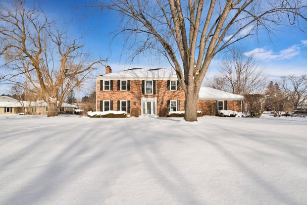 1212 St James Place, Libertyville, IL 60048 (MLS #10255248) :: Baz Realty Network | Keller Williams Preferred Realty