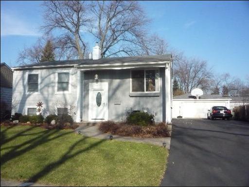 626 Maple Drive, Buffalo Grove, IL 60089 (MLS #10255550) :: Baz Realty Network | Keller Williams Preferred Realty