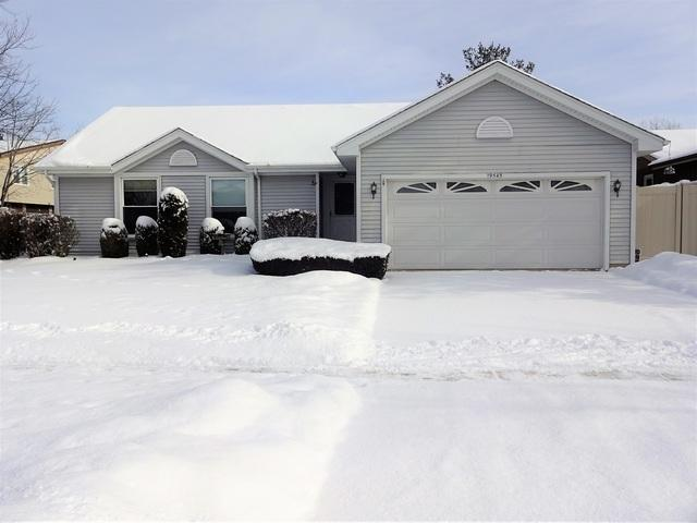 19545 S Glennell Avenue, Mokena, IL 60448 (MLS #10258740) :: Berkshire Hathaway HomeServices Snyder Real Estate