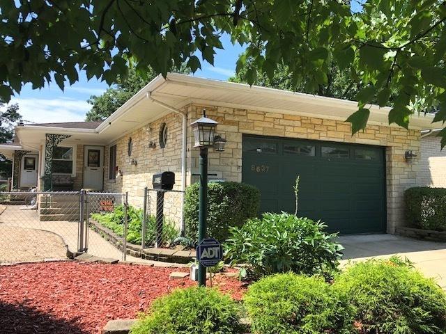 8637 Parkview Avenue, Brookfield, IL 60513 (MLS #10266319) :: The Mattz Mega Group