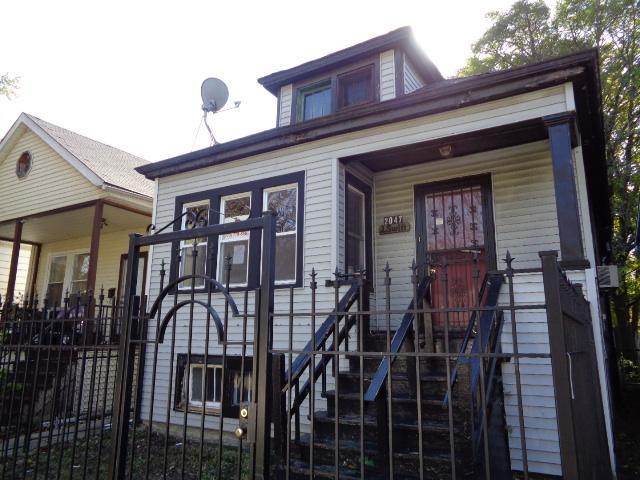 2047 W 70th Street, Chicago, IL 60636 (MLS #10266838) :: The Dena Furlow Team - Keller Williams Realty